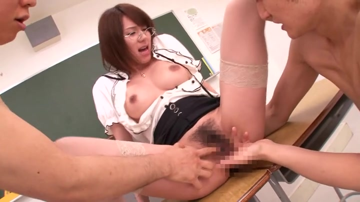 Amateur chinese students fucking in the dormitory 5